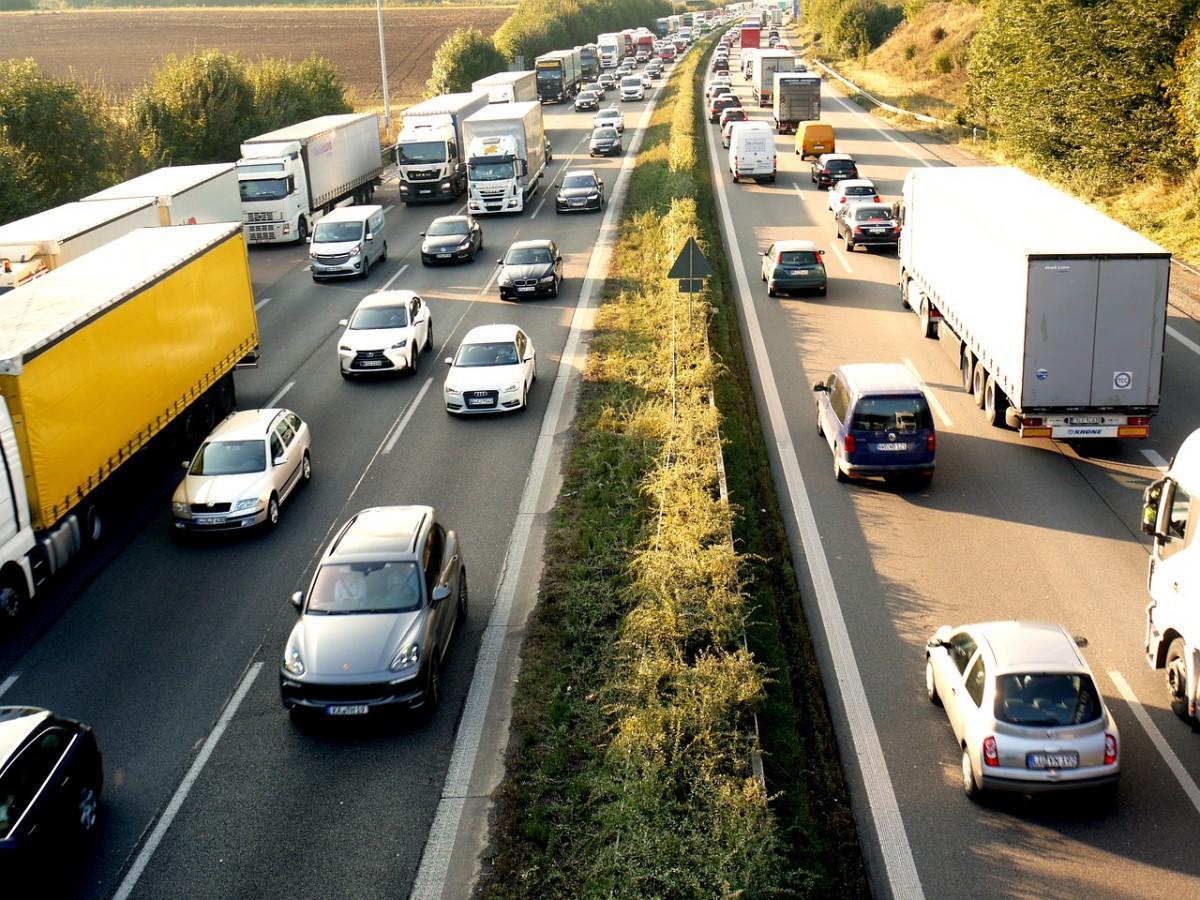 Jak szybko i skutecznie się przeprowadzić – usługi transportowe